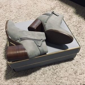 NWT Louise et Cie Gray Soft Leather Booties